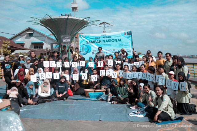 Komunitas Lingkungan di Pontianak Lakukan Aksi Bersih Sampah (97744)