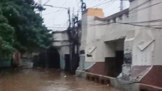 Pemprov DKI Jelaskan Penyebab Istana Banjir (101608)