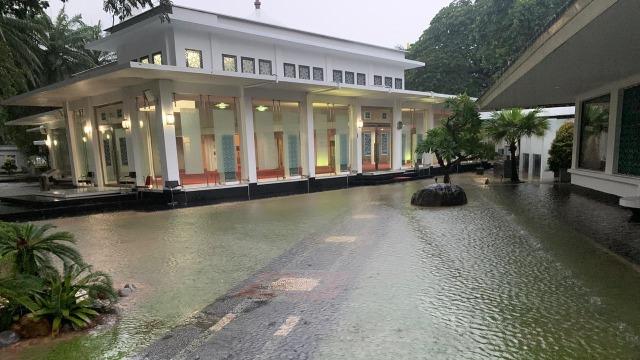 Pemprov DKI Jelaskan Penyebab Istana Banjir (40348)