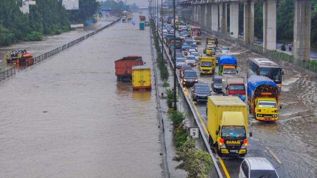 Banjir di Tol Jakarta-Cikampek