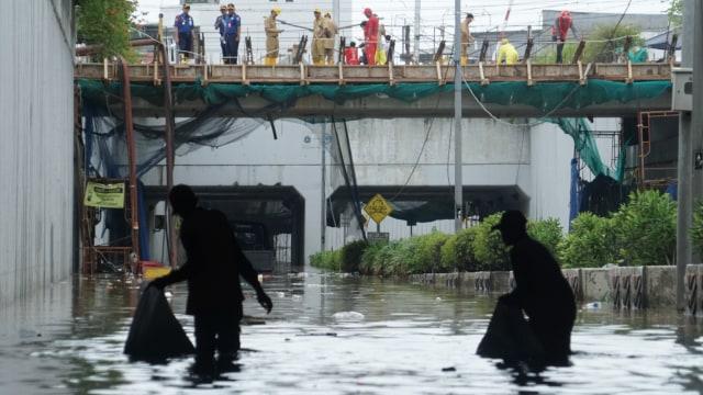 Banjir di Underpass Senen, Jakarta.