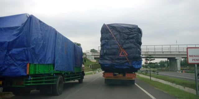 Berkendara Sekitar Truk Tak Boleh Sembarangan, Ini Tekniknya (7540)