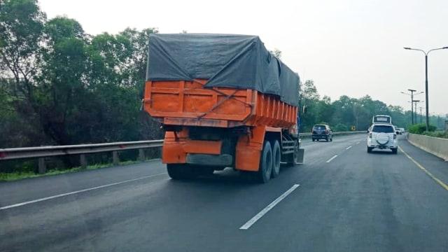 Berkendara Sekitar Truk Tak Boleh Sembarangan, Ini Tekniknya (7539)