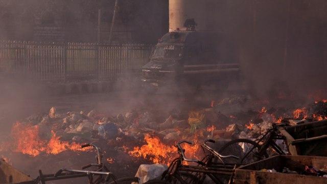 Masjid Dibakar, 17 Orang Tewas dalam Bentrokan di New Delhi, India (95188)
