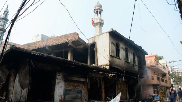 Masjid Dibakar, 17 Orang Tewas dalam Bentrokan di New Delhi, India (95185)