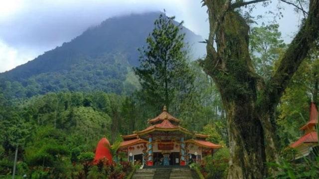 Mitos Pesugihan Gunung Kawi, Menunggu Daun yang Jatuh untuk Cepat Kaya |  kumparan.com