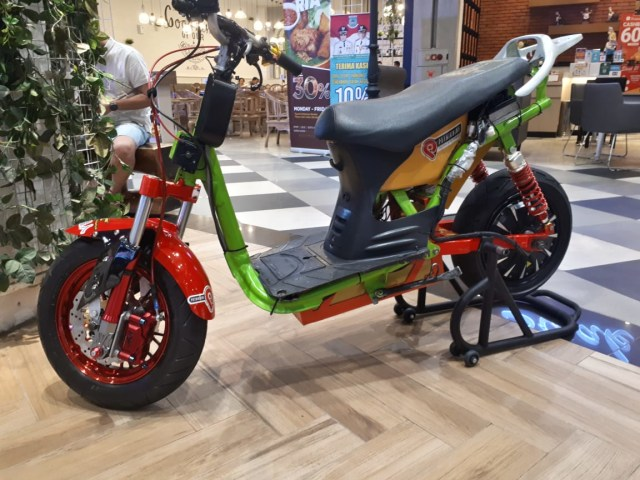 Bikin Sepeda Lowrider Rasa Motor Listrik, Modalnya Rp 25 Juta! (63030)