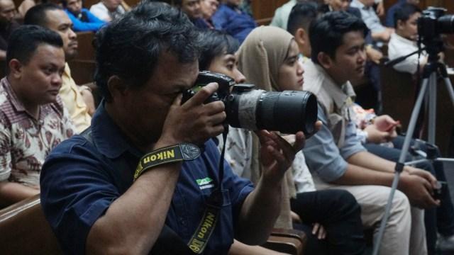 Wartawan saat meliput sidang Imam Nahrawi