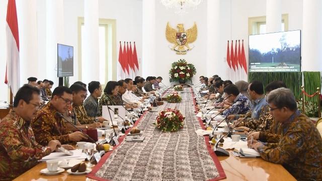Jokowi Dinilai Perlu Reshuffle Kabinet untuk Hindari Kutukan Periode Kedua (87323)