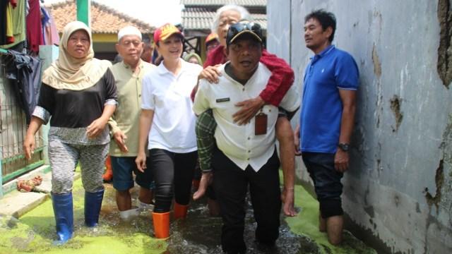Mensos Juliari Ditangkap KPK, Gaya Istrinya Grace Batubara Langsung Jadi Sorotan (115156)