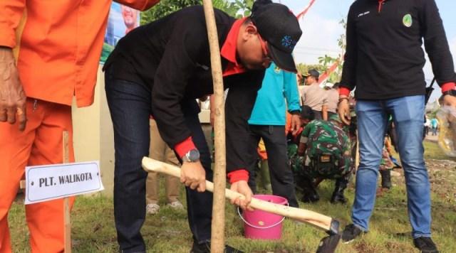 Plt Wali Kota Pasuruan Canangkan Gerakan Tanam Pohon Keliling (232222)