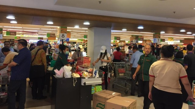Ramai Berita Corona, Supermarket di Apartemen Pramuka Masih Normal (606203)