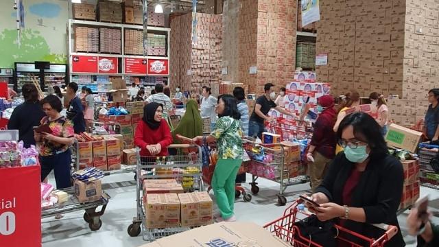 Fakta-fakta Kondisi Supermarket di Jakarta karena Virus Corona (62613)