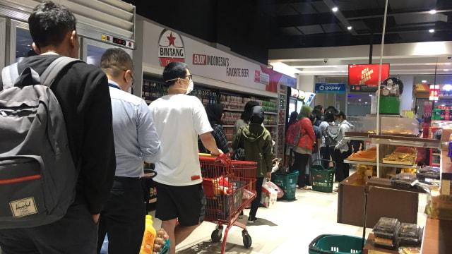 Ramai Berita Corona, Supermarket di Apartemen Pramuka Masih Normal (606202)