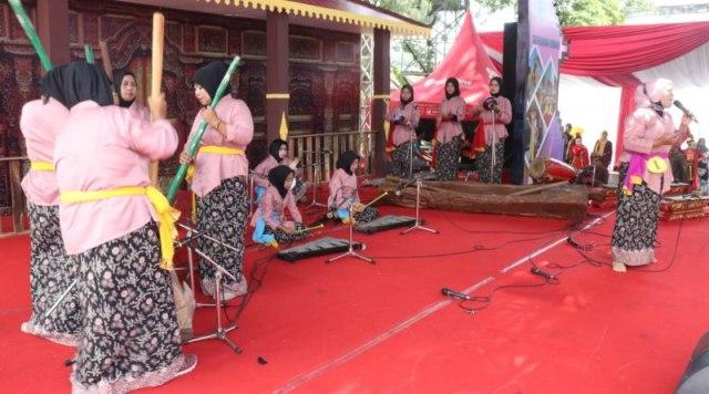 aksi emak2 festival.jpg