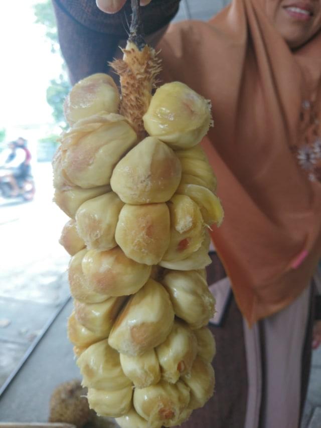 Cempedak, Buah Hutan yang Sekilas Mirip Nangka Rasa Mirip Durian (3)