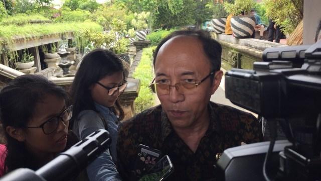 Kadis kesehatan Bali, Suarjaya.