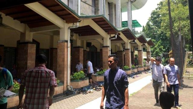 Salat Jumat d Masjid Sunda Kelapa