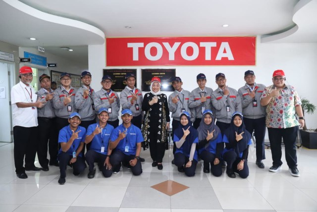 50 Tahun Toyota Indonesia: Dari Produsen Mobil Bak hingga Elektrifikasi (557210)