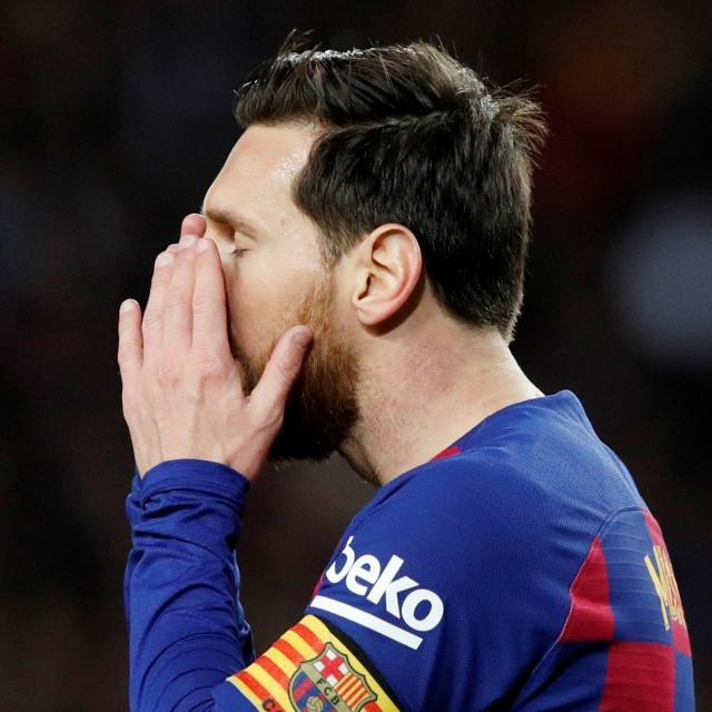Barcelona Raih Trofi, Raut Wajah Lionel Messi Malah Sedih  (103392)