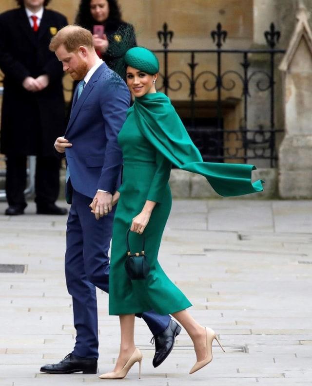 Harry & Meghan Mundur dari Tugas Kerajaan, Ratu Sudah Tunjuk Pengganti? (4740)