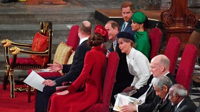 Pangeran William & Kate Dikritik Netizen saat Ucapkan Ultah ke Pangeran Harry (120580)
