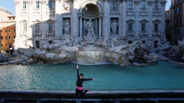 Virus Corona di Italia-Trevi Fountain