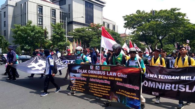 Demo tolak Omnibus Law di Kantor Gubernur Semarang