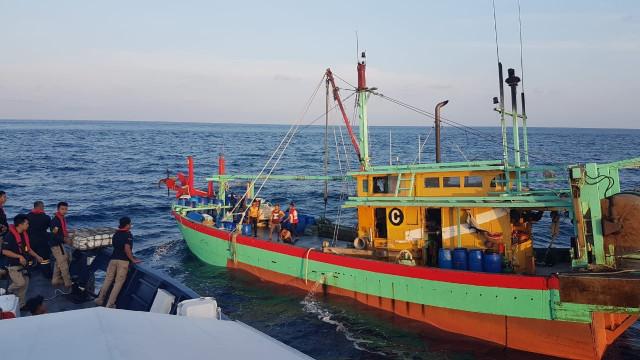 Menghentikan Pencurian Ikan oleh Kapal Asing (84203)