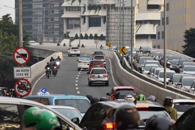 Jangan Norak, Jalan Umum Bukan Tempat Buat Cornering (120101)