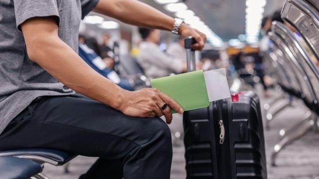 Syarat Pengajuan Kartu Pas Bandara Rumit, Kenapa Mafia Loloskan WNI Bisa Dapat? (72014)