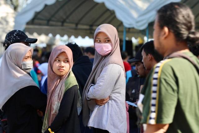 Foto: Gotong Royong Bersihkan Sampah di Pantai Ulee Lheue, Banda Aceh (491)