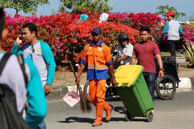 Foto: Gotong Royong Bersihkan Sampah di Pantai Ulee Lheue, Banda Aceh (492)