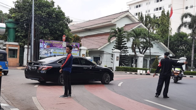 Mobil Dinas Menteri Berdatangan Ke RSPAD