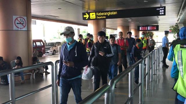 Cegah Penyebaran Corona, Bandara Supadio Atur Jarak Antre Antarpenumpang (106861)