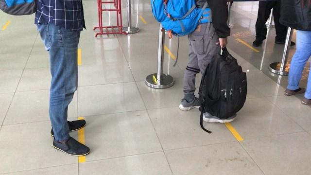 Cegah Penyebaran Corona, Bandara Supadio Atur Jarak Antre Antarpenumpang (106862)