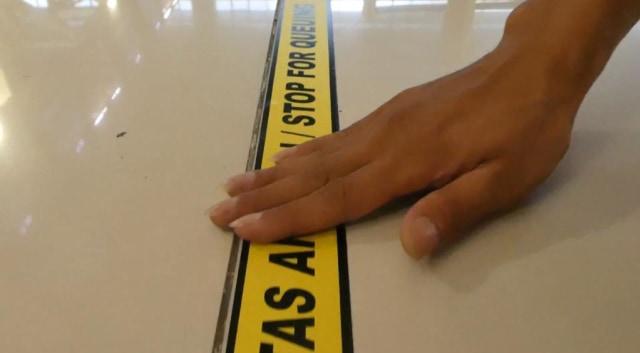 Implementasi social distancing di Bandara Soekarno-Hatta