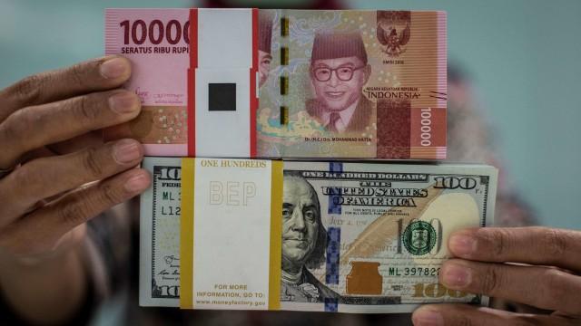 uang rupiah dan dolar AS