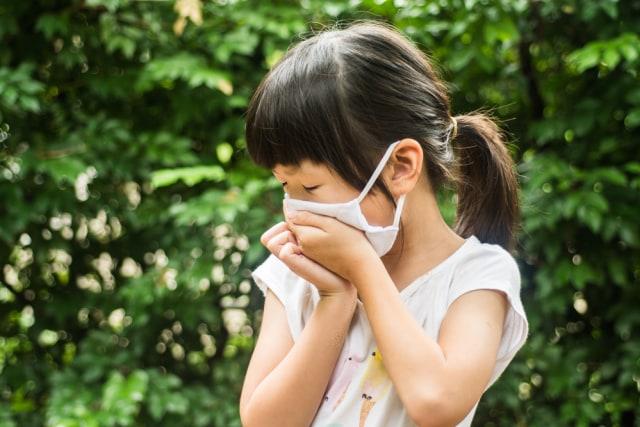 Waspada, Moms! Ini Bahaya Asap Rokok untuk Anak (402694)