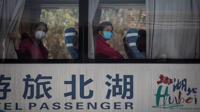 Petugas Medis Meninggalkan Wuhan
