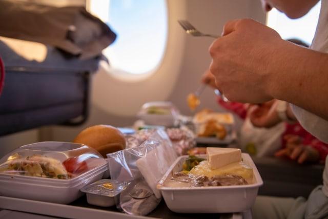 Terungkap! Alasan Kenapa Makanan di Pesawat Kadang Terasa Tidak Enak (45628)