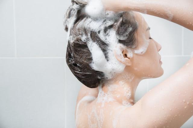Cara Merawat Rambut Berwarna agar Tidak Rontok dan Kering setelah Bleaching (380880)