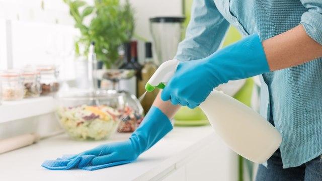 Ilustrasi disinfektan di rumah