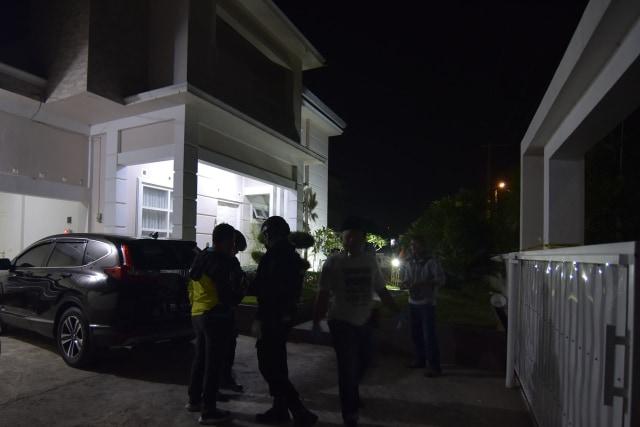 Foto: Olah TKP di Rumah Ketua ULP Aceh yang Dilempar Granat (15602)