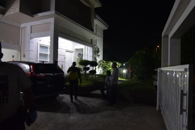 Foto: Olah TKP di Rumah Ketua ULP Aceh yang Dilempar Granat (15606)