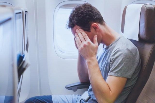 5 Cara Mengatasi Telinga Berdengung Saat Naik Pesawat (2425)