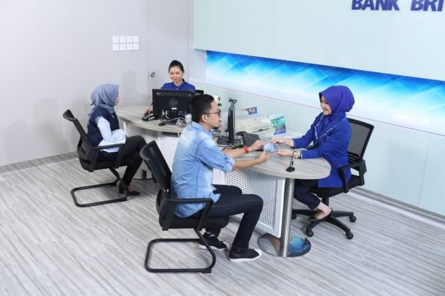 Jam Operasional Kantor Cabang Bca Hingga Bri Dikurangi Berikut Jadwalnya Kumparan Com