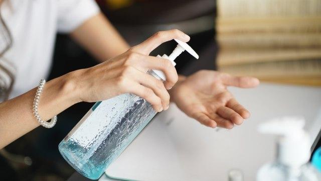 Visual Stories: Hand Sanitizer dan 6 Barang Lain yang Bisa Picu Kebakaran Mobil (69486)