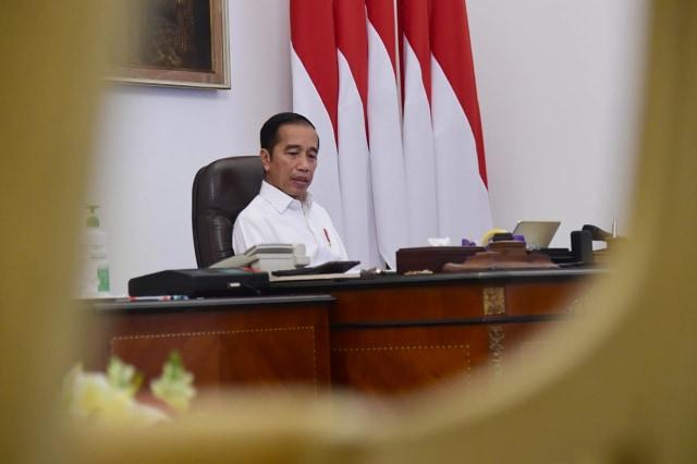 Presiden Jokowi memimpin terbatas secara online