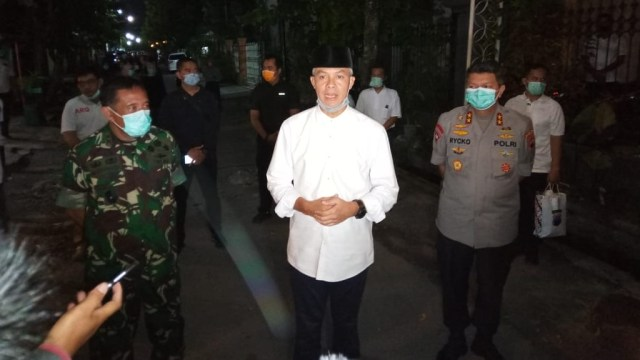 Ganjar Imbau Warga Jateng Tak ke Pemakaman Ibunda Jokowi: Doa dari Rumah Saja (41169)